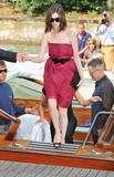 http://img140.imagevenue.com/loc1134/th_42898_Anne_Hathaway_arrives_at_the_Excelsior_Hotel_Venice-02_122_1134lo.jpg