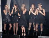 Girls Aloud sun scans on the nip Foto 180 (Гелс Элауд Вс сканирует на НПВ Фото 180)