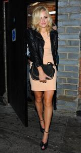 http://img140.imagevenue.com/loc401/th_978747870_Pixie_Lott_Leaving_the_Rose_Club_in_London_September_16_2012_18_122_401lo.jpg