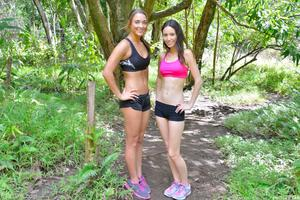 http://img140.imagevenue.com/loc407/th_558442729_Mary_and_Aubrey_Hawaii_II_Hiking_Lao_Valley_39_123_407lo.jpg