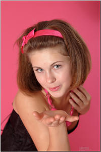 http://img140.imagevenue.com/loc415/th_255323337_tduid300163_sandrinya_model_pinkmini_teenmodeling_tv_080_122_415lo.jpg