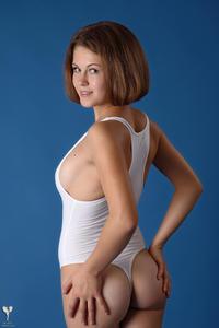 http://img140.imagevenue.com/loc465/th_364913218_tduid300163_silver_angels_Sandrinya_I_whiteswimwear_1_017_122_465lo.jpg
