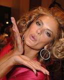 th_97280_fashiongallery_VSShow08_Backstage_AlessandraAmbrosio-77_122_825lo.jpg